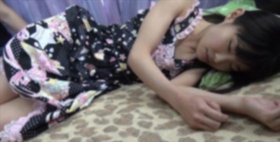 【同人動画】素人短大生1年マミカ(18歳、童顔、無毛)飲み会にローリタ服で来るKY女に現実を教えるのトップ画像
