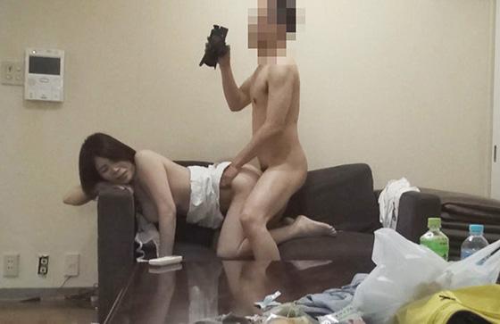 【同人動画】母子家庭一家に寄生してセックス売買で搾り取る:母親編のトップ画像
